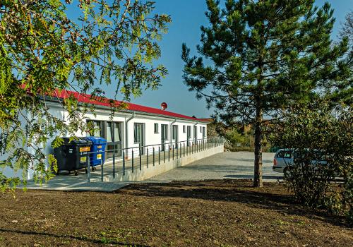 Barrierefreier Parkplatz mit privaten Wohnungen in Darlingerode