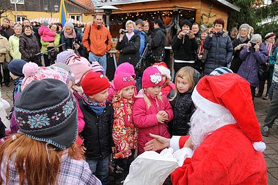 Weihnachtsmarkt Ilsenburg mit Weihnachtsmann