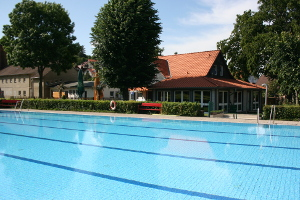 Outdoor-swimming